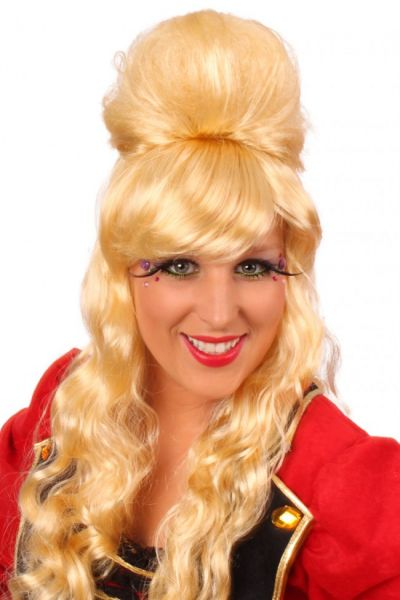 Wig pop star Amy blond