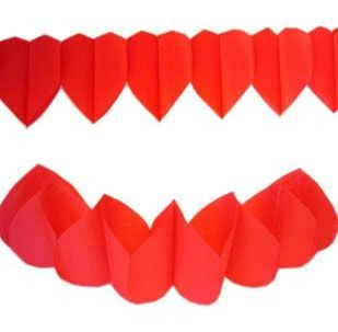 Garland of red hearts 36m